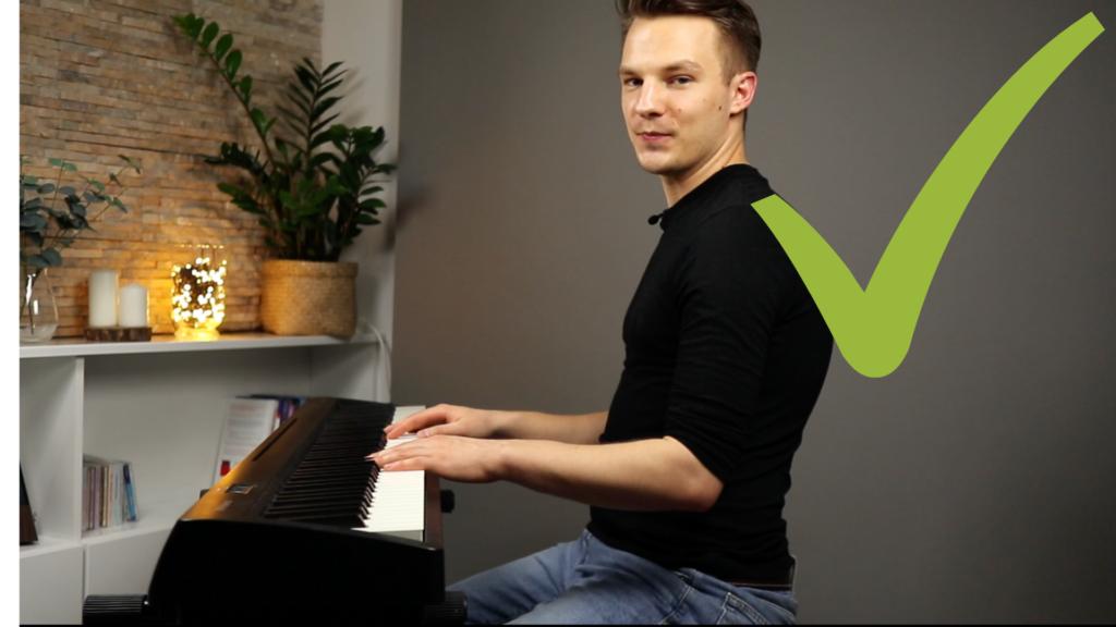 Prawidłowa postawa przy pianinie